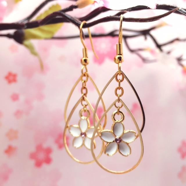 桜水晶ピアス